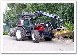 Valtra 8950 mit Frontlader und Forstkran
